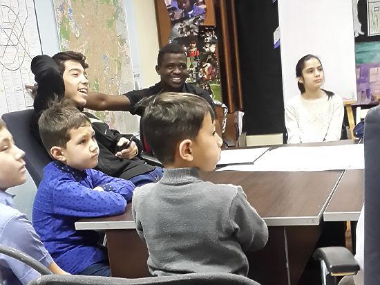 Центр адаптации детей беженцев в Москве выселили на улицу