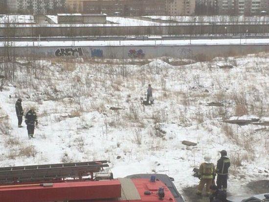 Многодетный петербуржец с канистрой угрожал самосожжением из-за школьных завтраков