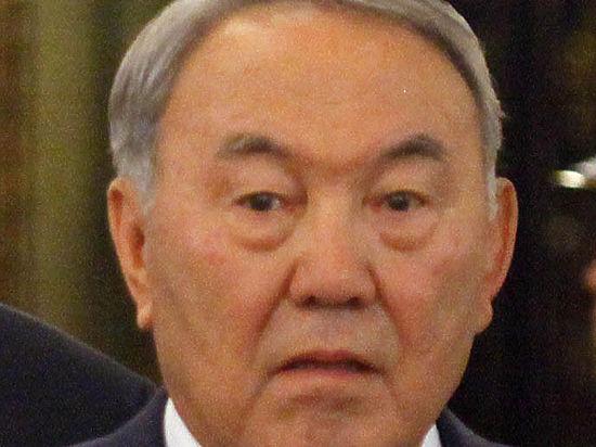 «Кто-нибудь, дайте мне денег»: Назарбаев не смог расплатиться в магазине