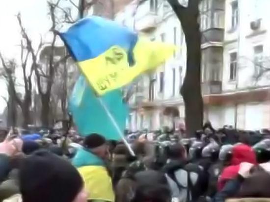 Радикалы остаются в захваченном отеле «Козацкий»: на Майдане появились покрышки