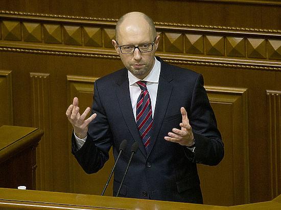 Яценюк приказал защитить российские фуры украинской полицией