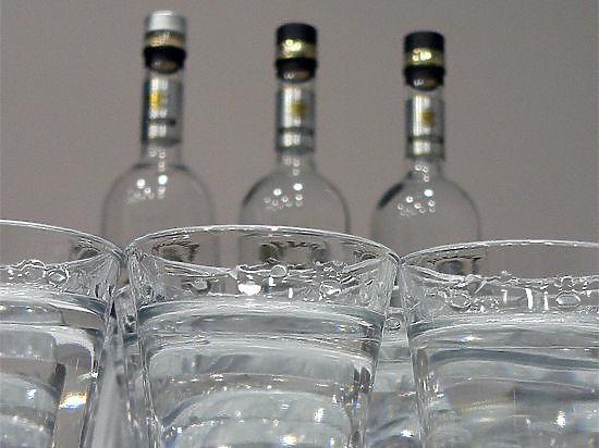 Минпромторг предложил окружить школы алкогольной розницей