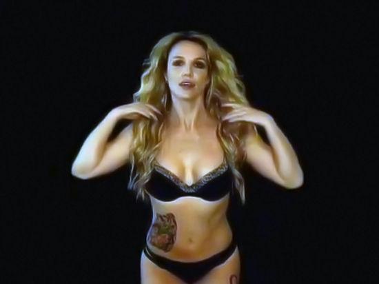 Полуголая Бритни Спирс подразнила фанатов откровенным видео