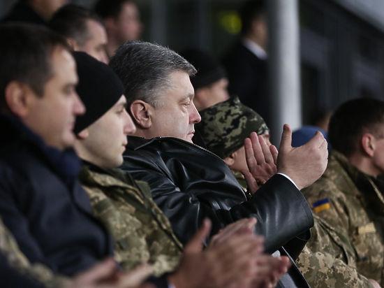 Порошенко освистали футбольные фанаты в Киеве