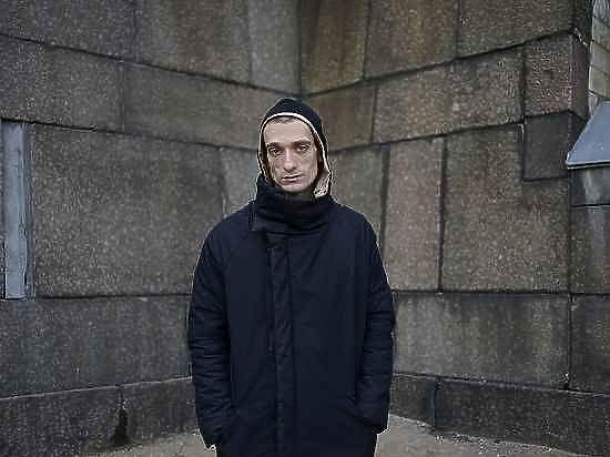 Художнику Павленскому нравится в психбольнице, а за покрышки его простят