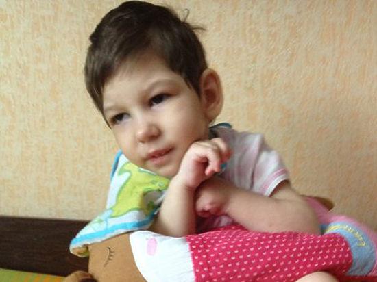 Родители убитой няней девочки лечили ее от тяжелого недуга
