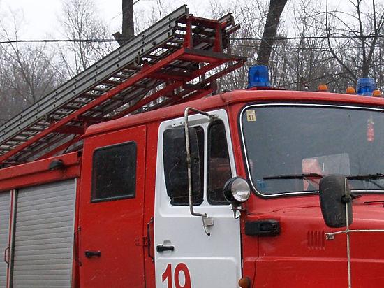 В Подмосковье пожарный погиб, провалившись под крышу