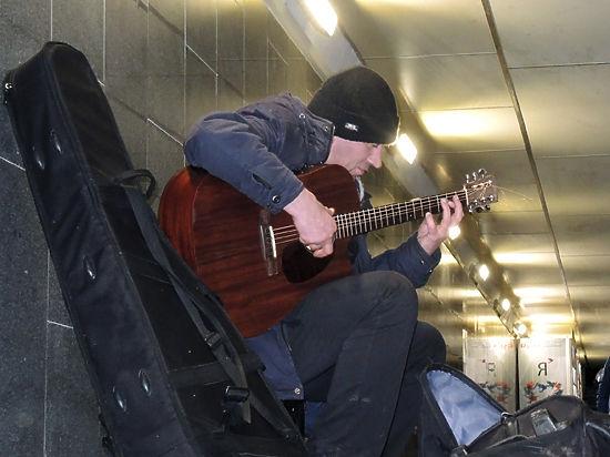 За право петь в переходах метро музыкантам придется побороться