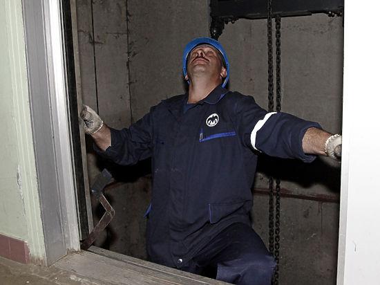 Лифты в Москве ремонтировали лишь на бумаге