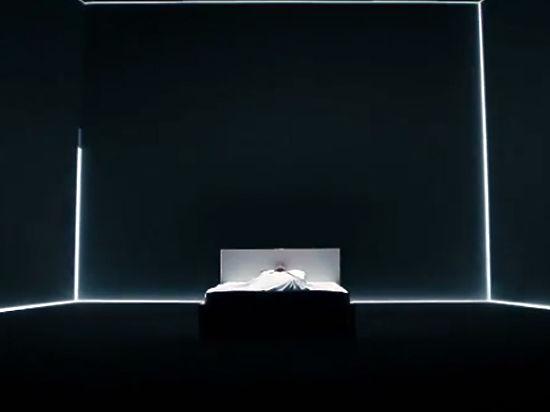 Лазарев показал как нежится в постели в клипе для Евровидения