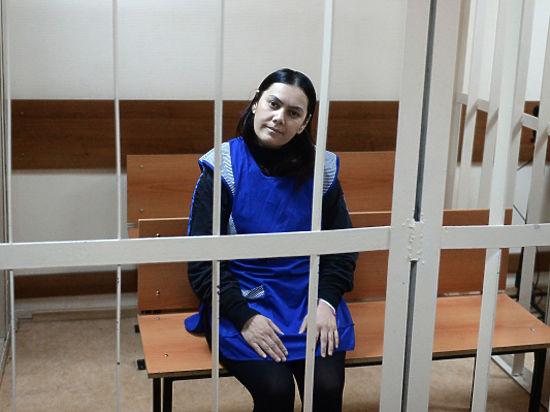 Суд на 2 месяца арестовал няню, убившую ребенка: онлайн-трансляция