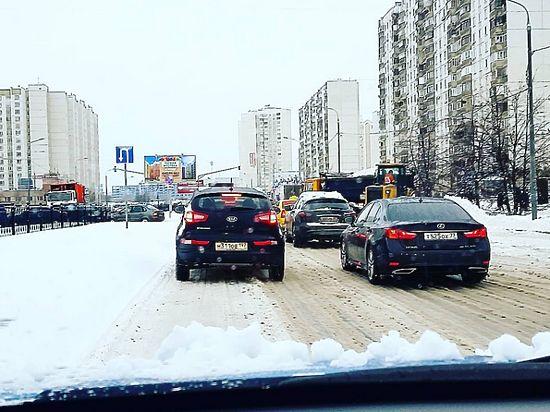 Пользователи соцсетей делятся фотографиями заснеженной Москвы