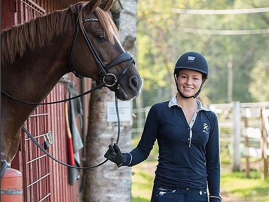 Самая юная девушка-миллиардер из Forbes: лошади, веганство, бои без правил