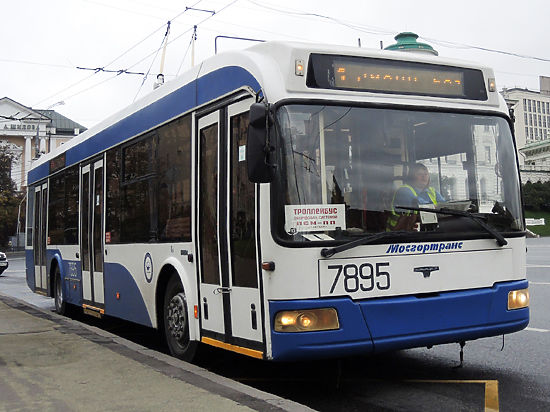 Студентка получила удар током при посадке в троллейбус