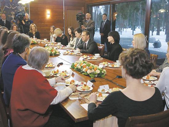Медведев задался вопросом о карлике-солнце