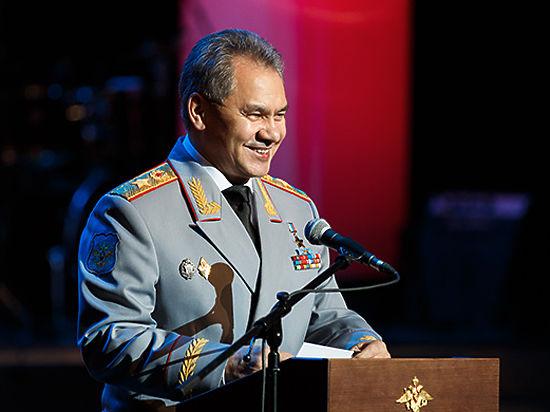 Сергей Шойгу поздравил женщин с 8 марта медалями и званиями