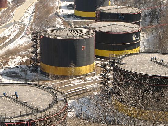 Нефть держится выше 37 долларов на фоне статистики из США