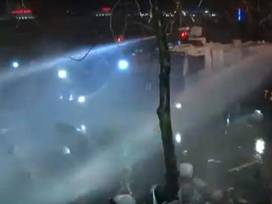 Полиция Турции слезоточивым газом разогнала акцию в поддержку оппозиционной газеты