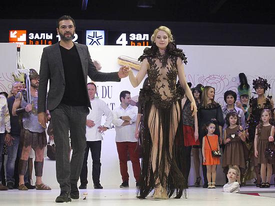 Шоколадный салон в Москве открылся дефиле из сладких платьев