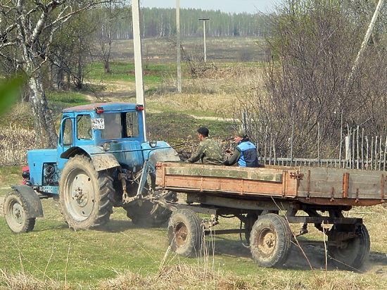 Трактористам разрешили не учиться навыкам управления прицепами