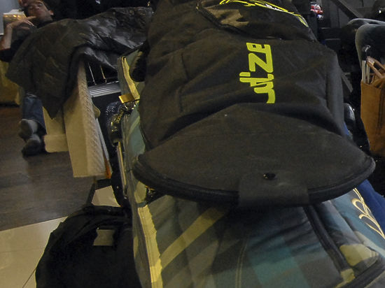 Пассажирка Air France упаковала ребенка в ручную кладь