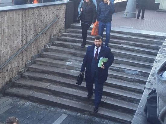 Пикетирующие администрацию президента поймали главу парламента ДНР Пушилина