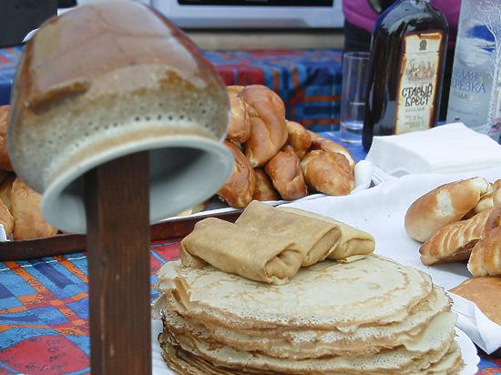Химкинские бабушки напекли для горожан тысячу блинов по старинным рецептам