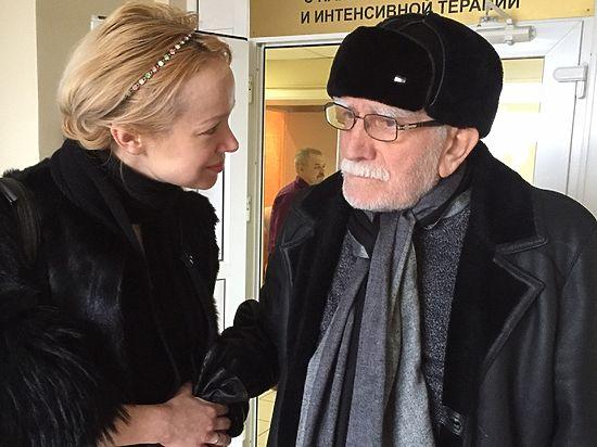 Армен Джигарханян покинул Институт Склифосовского