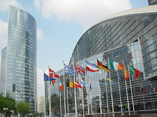 Евросоюз планирует пересмотреть стратегию отношений с Москвой