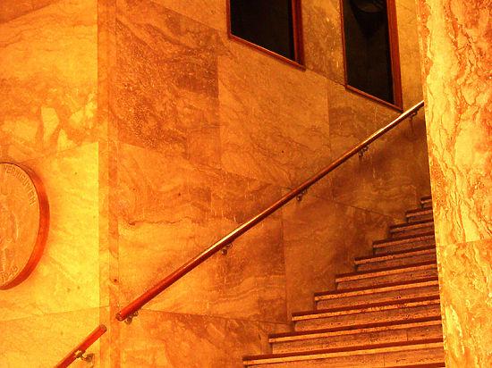 Подъем пешком по лестнице замедляет старение мозга