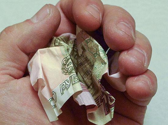 Зампред ВЭБа назвал беспрецедентным падение доходов россиян