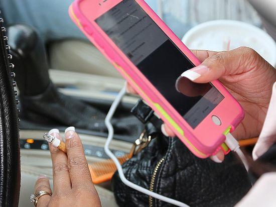 Психологи обнаружили, что смартфоны делают людей несчастными