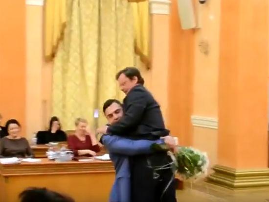 Депутат Палпатин вынес из одесского парламента соратника Саакашвили