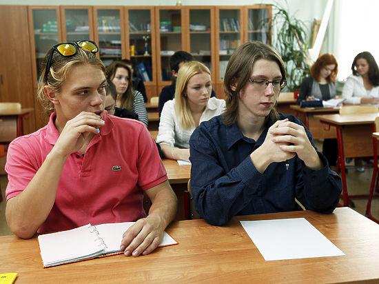 Все больше старшеклассников отказываются от высшего образования