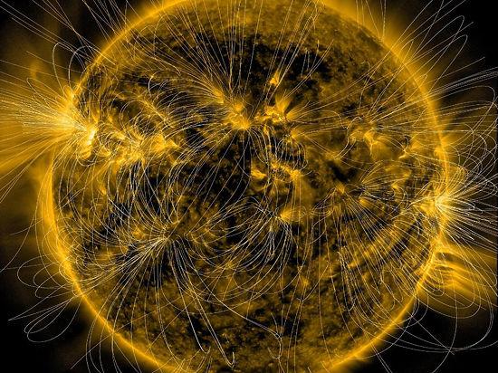 NASA опубликовало уникальный снимок Солнца, опутанного силовыми линиями