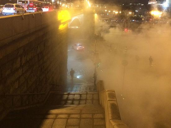 Кремль затянуло облаком пара из-за прорыва трубопровода