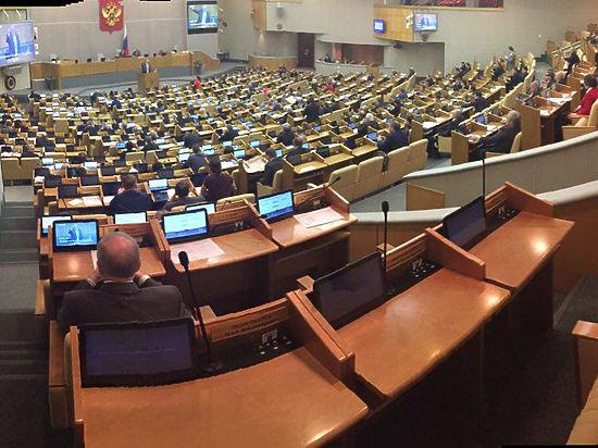 Закон о депутатах-прогульщиках обсудили в Думе при полупустом зале