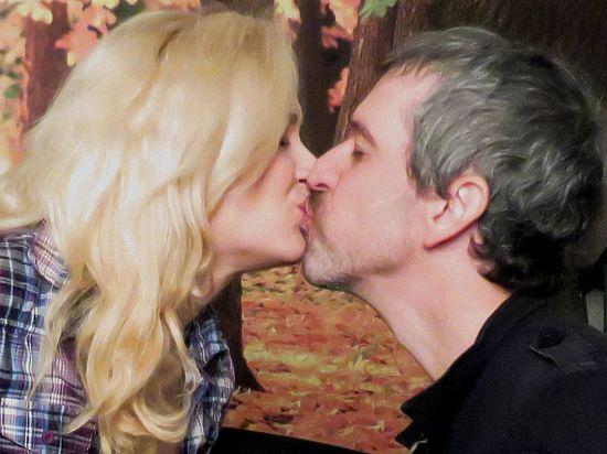 Люди закрывают глаза при поцелуе, спасая мозг от перегрузки