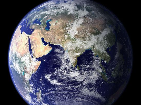Землю окружают кометы-близнецы