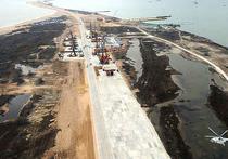 Турецкий сухогруз «Лира», 19 марта протаранивший строящийся через Керченский пролив мост в Крым, сделал это по причине отсутствия на борту лоцмана, объяснил знакомый с ситуацией источник агентству FlashCrimea