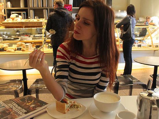 Борясь с нищетой и кризисом, москвичи начали работать за еду
