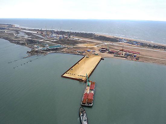 Судно из Турции протаранило строящийся мост в Крым