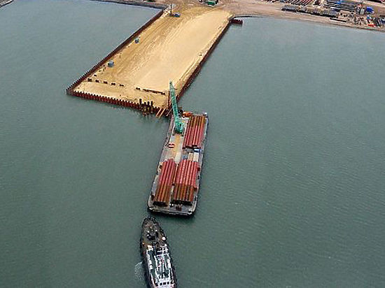 Капитан, протаранивший Керченский мост, блокирован на борту турецкого сухогруза