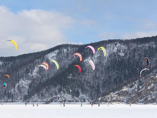 На льду Красноярского моря прошёл чемпионат по сноукайтингу