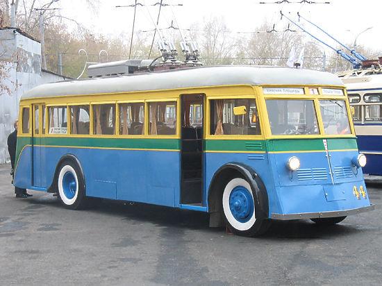Троллейбусам на Тверской приказали таранить автомобили