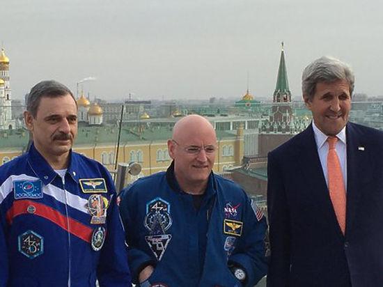Приключения Керри в России: перекрыл Тверскую и залез на крышу