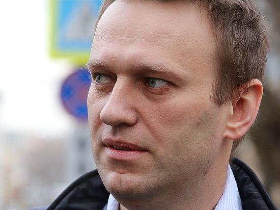 Навальный обвинил в нападении на себя «единороссовских клоунов» и LifeNews
