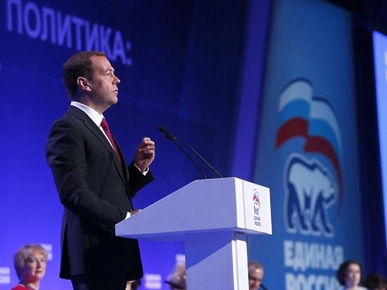 Медведев повысил МРОТ и назвал срок возвращения полной индексации пенсий
