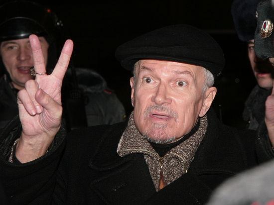 Эдуард Лимонов ушел с поста главы