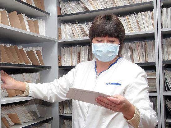 Медики станут оказывать медпомощь только по бумажным полисам ОМС